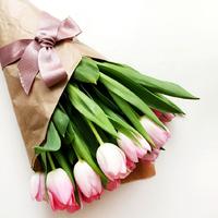 17 розовых тюльпанов